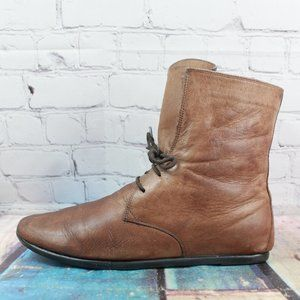 The FLEXX Hi Ankle Chukka Flat Boots Size 8